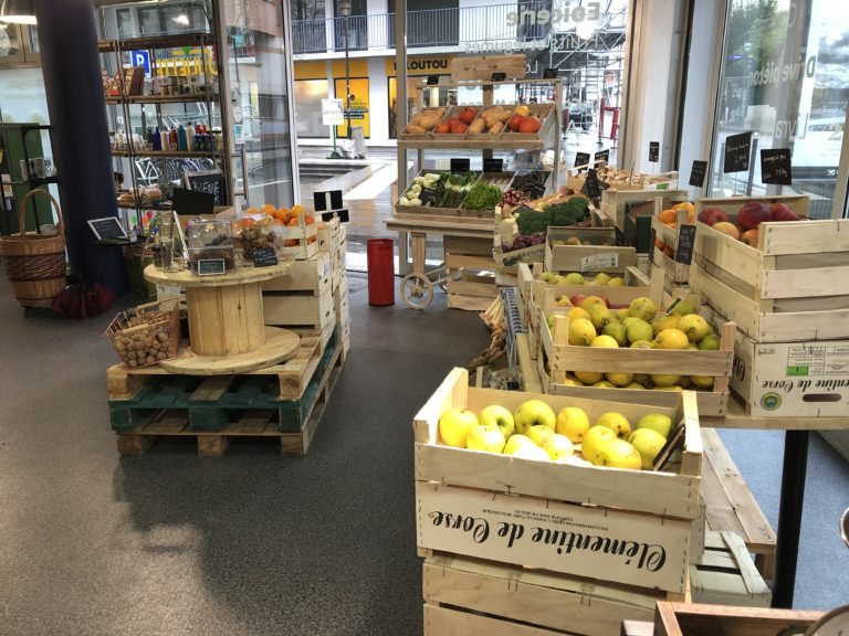 Rayon fruits et légumes frais Rue Juliette